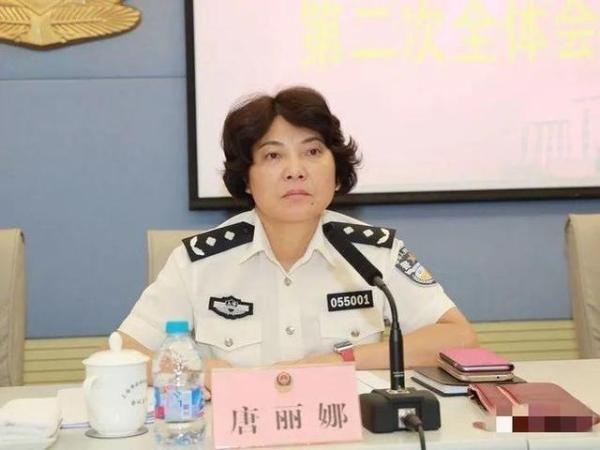频繁出入私人会所 女公安局长被逮捕