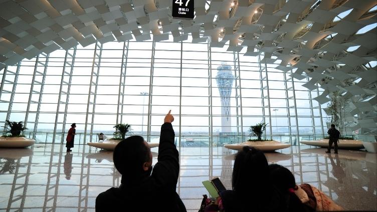 深圳机场航班大面积取消? 仅取消63架次 运
