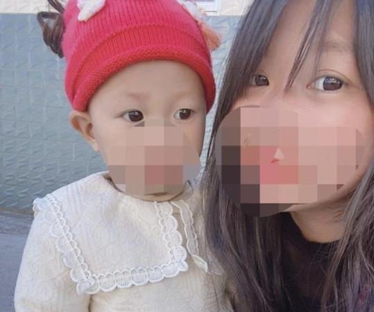 1岁女婴被村官抱进海底捞男厕 20分钟后身