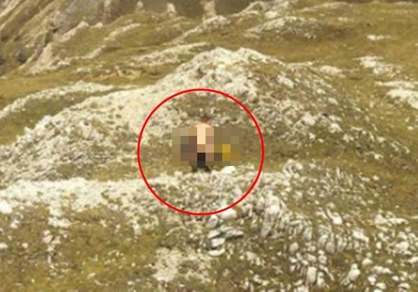 """登山情侣海拔两千米""""裸身交缠""""...摄影镜头全拍下"""