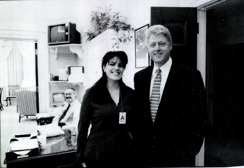 克林顿性丑闻女主新片上映,这是她迟来的复仇?