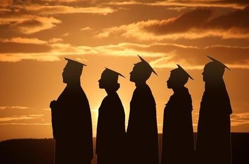 博士到中学当老师,是基础教育进步还是浪费人才?