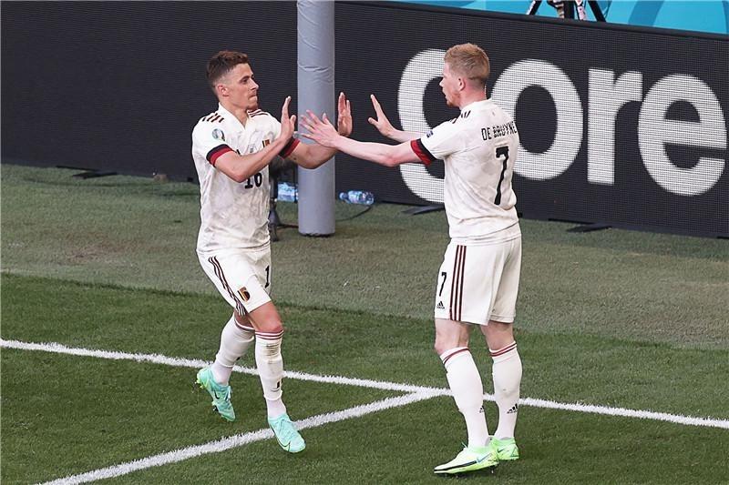 """比利时2:1战胜丹麦,两队第10分钟为""""爱神""""送上祝福"""