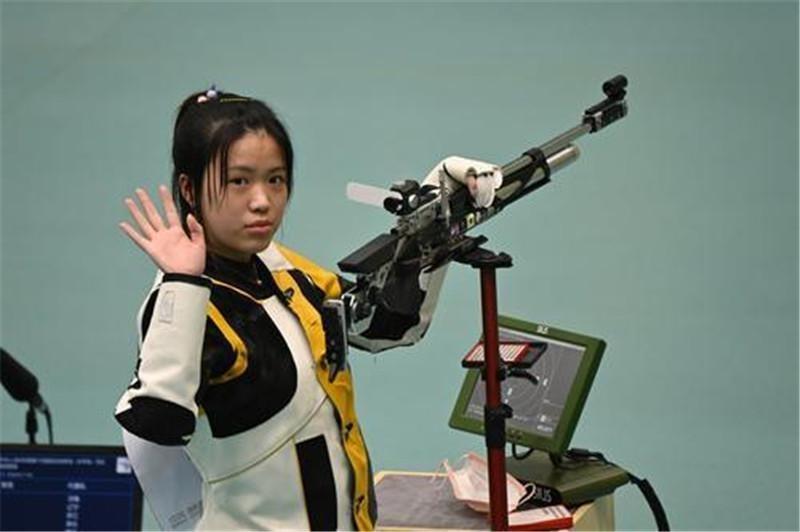 全运会上奥运冠军杨倩爆冷丢金,比她更小的女孩赢了!