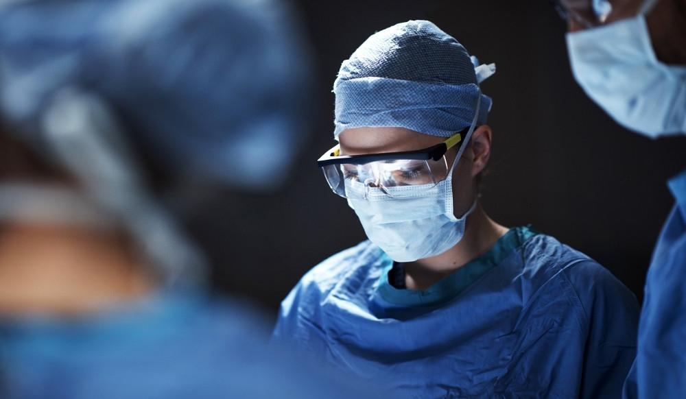 在中国,医生到底该挣多少钱?